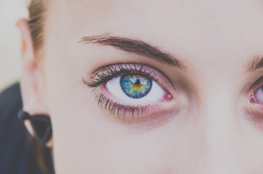 4 Ways to Grow Your Eyelashes